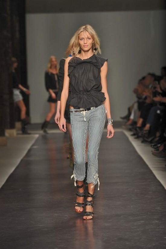 Pantalon Marant été 2010.jpg