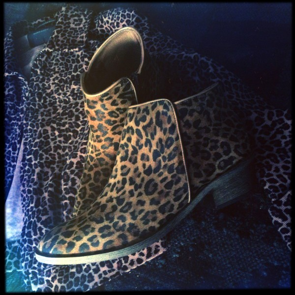 Boots léopard Galeries Lafayette2.jpg