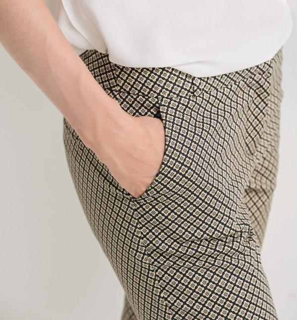 pantalon-imprime-femme--zm311252-s3-matiere-1300x1399.jpg