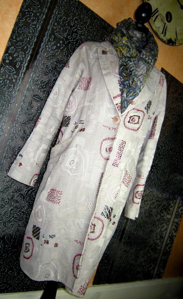 Manteau brodé Rûtzou.jpg