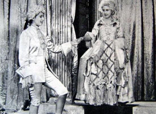 Elisabeth II théâtre.jpg