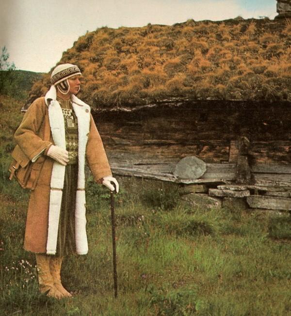 Peau lainée ELLE septembre 1975.jpg